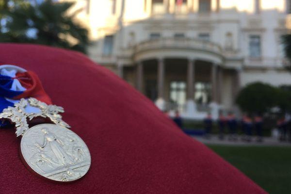 La médaille d'or collective pour acte de courage et dévouement.