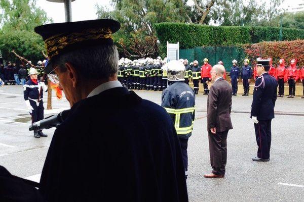 Les pompiers ont tourné le dos symboliquement au préfet Adolphe Colrat lors de son allocution à la cérémonie de la Sainte-Barbe, jeudi 4 décembre, au SDIS des Alpes-Maritimes