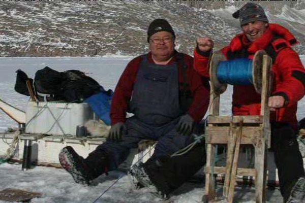 Pierre Auzais au Groenland lors d'une partie de pêche