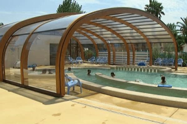 L'hôtellerie de plein air tente de s'adapter en investissant dans des équipements, comme cette piscine couverte et chauffée, qui permettent d'allonger la saison.