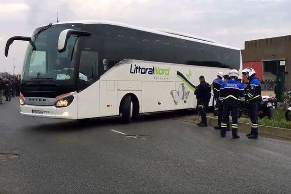 8h30 : le 1er car quitte Calais pour la Bourgogne.
