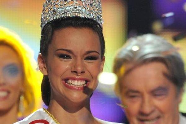 Marine Lorphelin, sacrée Miss France 2013 à Limoges (Limousin), le 8 décembre 2012.