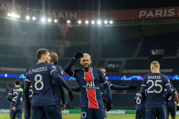 Les Parisiens ne comptent que deux points d'avance sur Lyon.