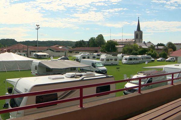 Hautes-Pyrénées : le terrain de rugby de Séméac occupé illégalement par des gens du voyage - 5 août 2021.