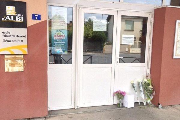 Fleurs devant l'école Edouard Herriot - Albi