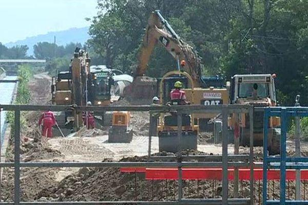 Construction de la centrale hydroélectrique sur le canal de Craponne