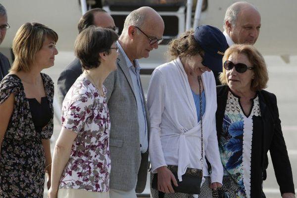 Isballe Prime retrouvant sa famille à son arrivée à Villacoublay le 07 août 2015