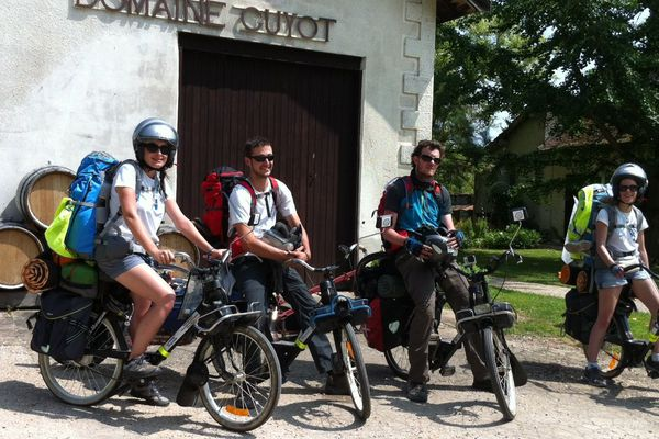 Les aventuriers solidaires en solex au coeur de la Bourgogne