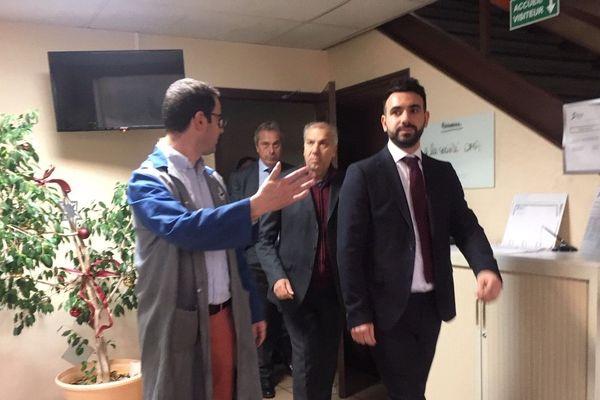 Au fond Piero Molinatto, Président de OMA SAS à Cerizay Devant Girolamo Pepe Fondateur du groupe italien OMA Et devant son fils. Sur le côté le directeur de site de Bessines-sur-Gartempe, Christophe Tosdeschini