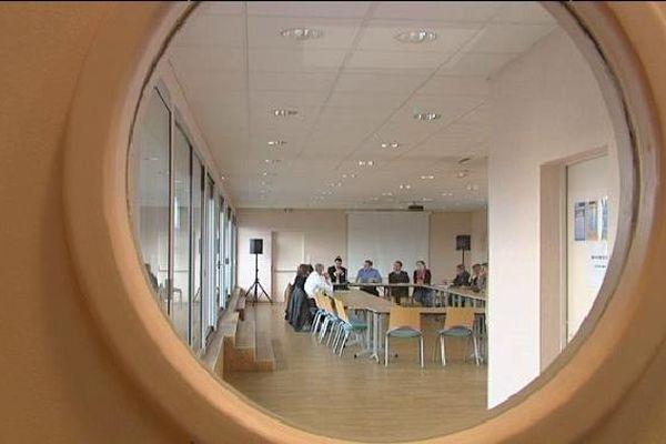 """""""L'atout senior"""", un dispositif expérimental en Limousin : une douzaine de quinquagénaires participe deux jours par semaine à des ateliers"""