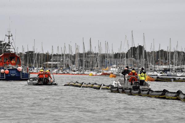 Exercice de lutte contre la pollution du littoral par des hydrocarbures à  Loctudy le 17 octobre 2017.