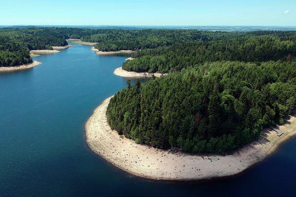 Le lac de Pierre-Percée n'est qu'à 77 kilomètres de route depuis Strasbourg.