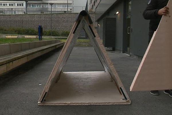 Ce protoype de tente faite de matériaux très isolants a été inventé par Valentin Arnoux pour mettre les sans domicile fixe à l'abri en cas d'urgence pendant les grands froids d'hiver.