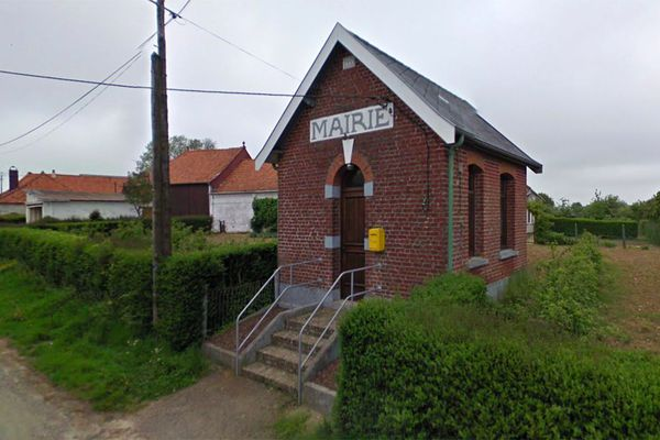 La mairie de Guinecourt (près de St-Pol-sur-Ternoise dans le Pas-de-Calais)