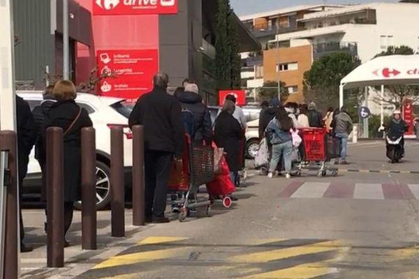 Montpellier - file d'attente au supermarché - 17 mars 2020.