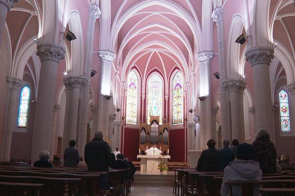 Ce mercredi 6 octobre au matin, à l'église de Caluire, dans la métropole de Lyon, c'est la consternation. La honte. L'écœurement. Les mots sont forts.