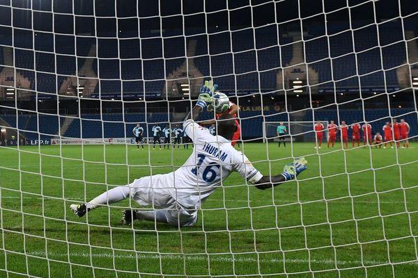 Le 8 août, le gardien de but du Havre Yohann Thuram arrête le tir au but du Nîmois Renaud Ripart et qualifie Le Havre pour le 2ème tour de la compétition. Les Crocos veulent une revanche.