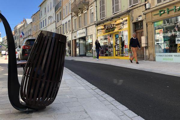 Les poubelles en forme de pipe du centre ville de saint-Claude
