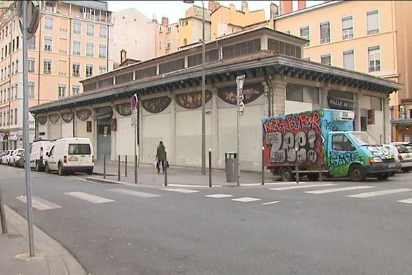 Le bâtiment des Halles de la Martinière a été construit en 1838. Il fut le premier marché couvert de Lyon.