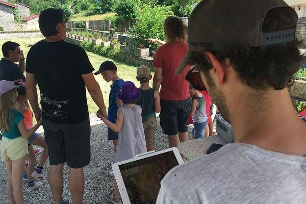 Les écoliers de Chevillon en Haute-Marne ont d'abord écrit leur chanson avant d'imaginer le clip avec le directeur artistique du festival Chifoumi