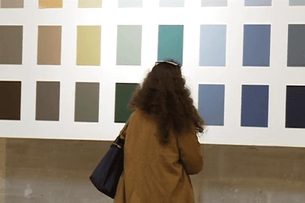 Les nuanciers de couleurs exposés, actuellement à Nîmes, pour conseiller les habitants du secteur préservé.