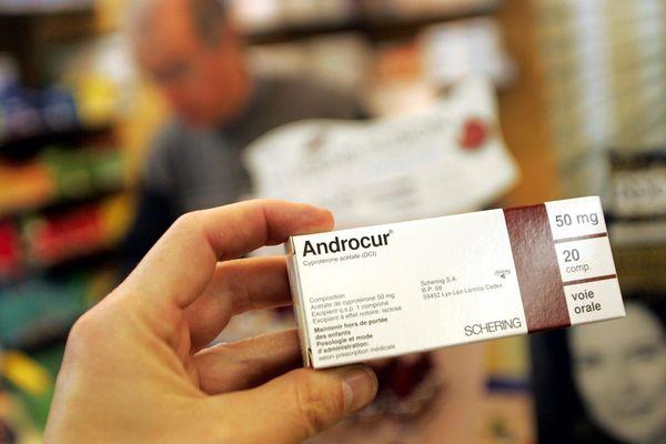 """Au moins 3 plaintes ont déjà été déposées contre l'entreprise Bayer, notamment pour """"défaut d'information"""", sur les risques liés au médicament Androcur."""