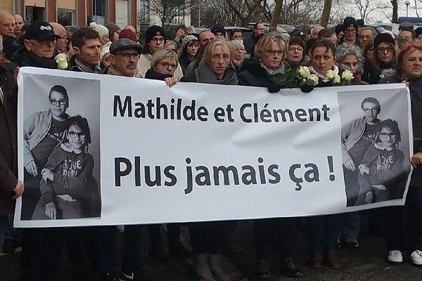 Plus de 300 personnes pour rendre hommage à la mémoire des deux enfants