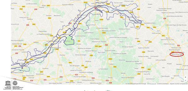 Cerclé de bleu sur cette carte, le patrimoine distingué par l'UNESCO. Belleville-sur-Loire, cerclée de rouge, en est très légèrement excentrée.