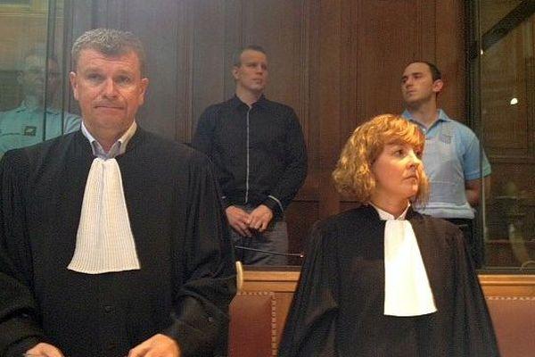 Montpellier - l'accusé qui a reconnu les faits avec ses avocats comparaît devant les Assises - 27 avril 2015.