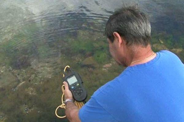 L'étang est quadrillé par un dispositif de surveillance, mêlant moyens techniques et humains