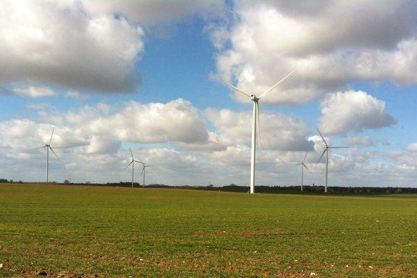 Un champ d'éoliennes à St Gaudent dans la Vienne
