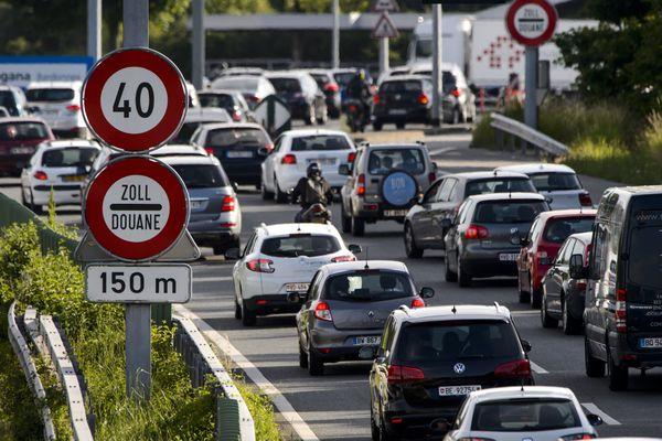 Des embouteillages à la douane de Perly, entre la France et la Suisse, près de Genève. (Illustration)