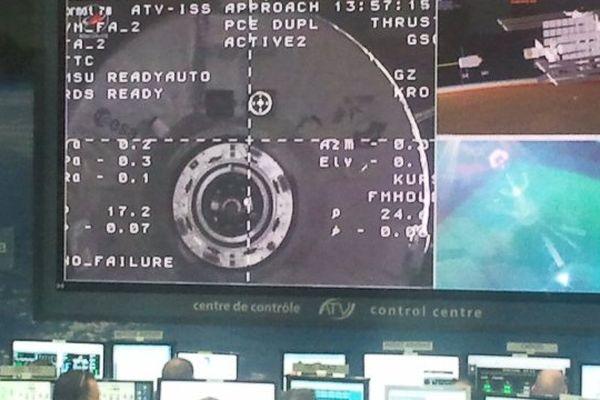 L'atv 4 Albert Einstein depuis la salle de contrôle du CNES de Toulouse moins de 10' avant son amarrage avec l'ISS