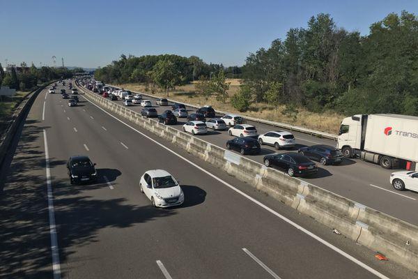 A 10h du matin ce samedi 25 juillet, il fallait près d'1h30 pour parcourir 29 kilomètres à proximité de Porte-lès-Valence, dans la Drôme.