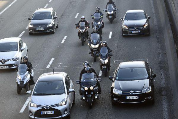 Dès le début de l'année prochaine, les motos et scooters non électriques devront s'acquitter d'un tarif équivalant à 50 % de celui des voitures.