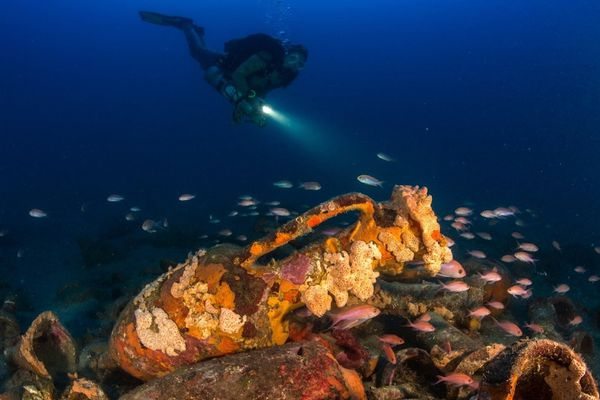 L'épave date du Vème siècle avant JC, les fragments d'amphores se trouvaient par 15 mètres de profondeur. Le navire a été emporté par un coup de mer, des vagues gigantesques se formaient parfois sur cette pointe très difficile à franchir à la voile.