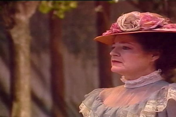 """Arlette Téphany, dans la pièce """"La Cerisaie"""", d'après Anton Tchekhov et mise en scène par Pierre Meyrand"""