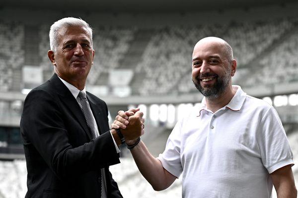 Le nouvel entraîneur des Girondins de Bordeaux Vladimir Petkovic et le nouveau propriétaire Gerard Lopez lors de la conférence de presse du 30 juillet 21.