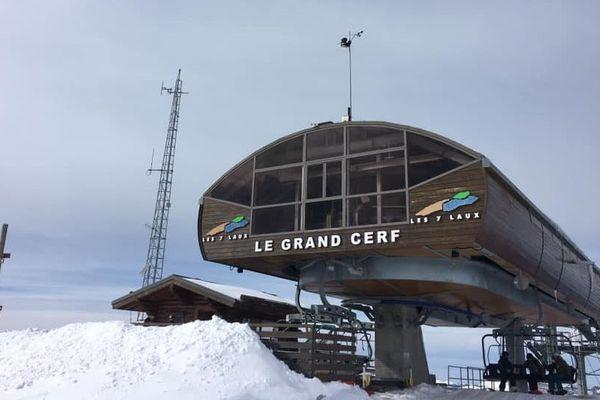 La station météo est installée à l'arrivée du télésiège du Grand Cerf dans la station des 7 Laux.