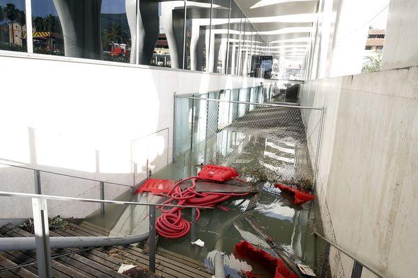 Les équipes du musée Jean Cocteau ont découvert 1m50 d'eau dans les sous-sol.