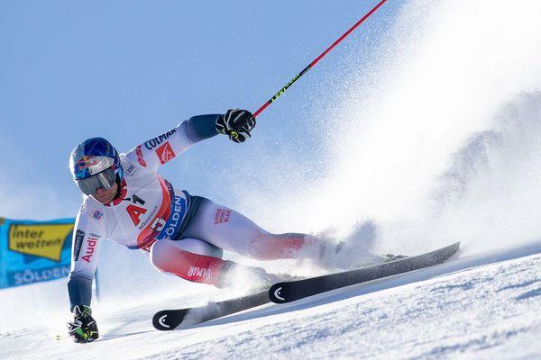 Le Français Alexis Pinturault lors de la première manche du slalom géant de la Coupe du monde de ski alpin FIS, à Sölden Autriche le 27 octobre 2019.