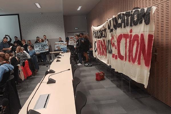Des dizaines d'étudiants sans affectation occupaient mardi matin la salle du conseil d'administration de l'université Jean-Jaurès.