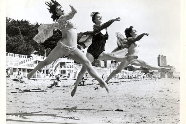 """Les danseuses des """"Demoiselles de Rochefort"""" en répétition sur la plage de Fouras"""