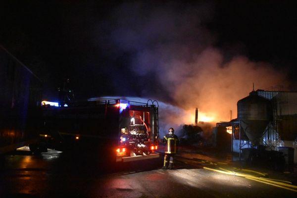 Une trentaine de pompiers sont intervenus peu après minuit