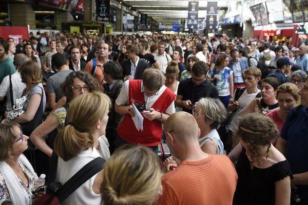La galère pour les voyageurs bloqués en gare à Montparnasse ce vendredi en fin d'après-midi.