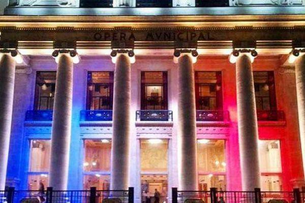L'Opéra de Marseille affiche son hommage aux victimes.