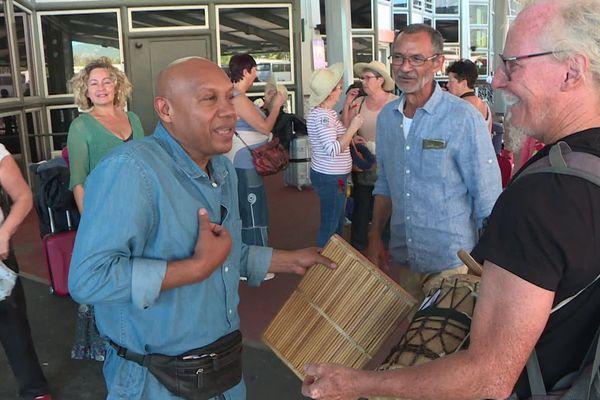 Jean-Pierre Moutoulatchimy, Réunionnais de la Creuse accueilli par le chanteur Danyel Waro à St-Denis de la Réunion.