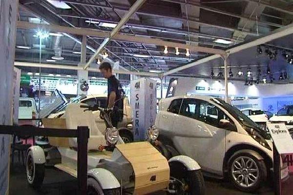 Le stand 4 H Automobiles au Salon de l'Automobile 2014 à Paris