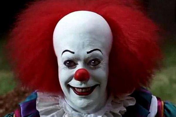 """Le clown du téléfilm inspiré du roman de Stephen King, """"Ça""""."""