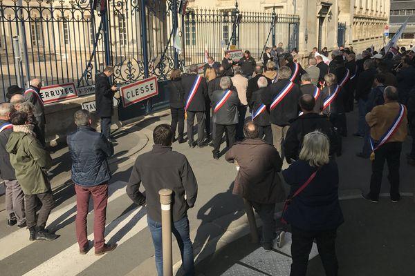 Elus et éleveurs des Deux-Sèvres ont manifesté à Niort contre la réforme des zones défavorisées.